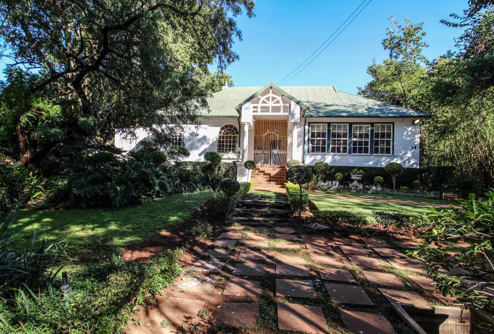 5 bedroom charm in the heart of Waterkloof