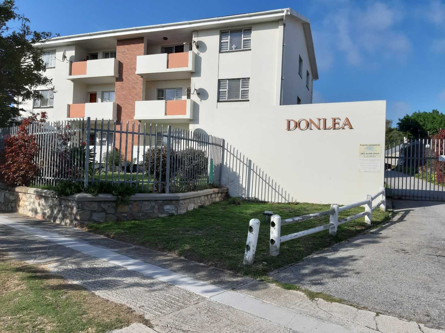 Large 3 Bedroom Apartment In Humewood
