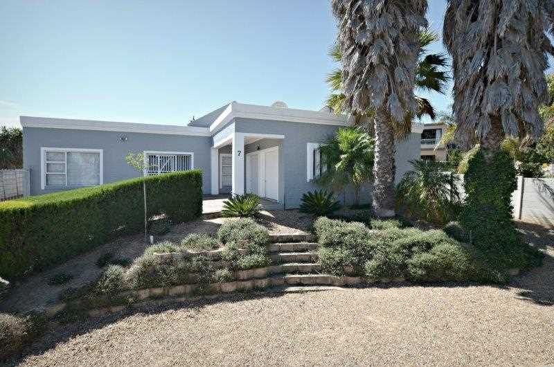 Modern family home in Sonstraal Heights, Durbanville