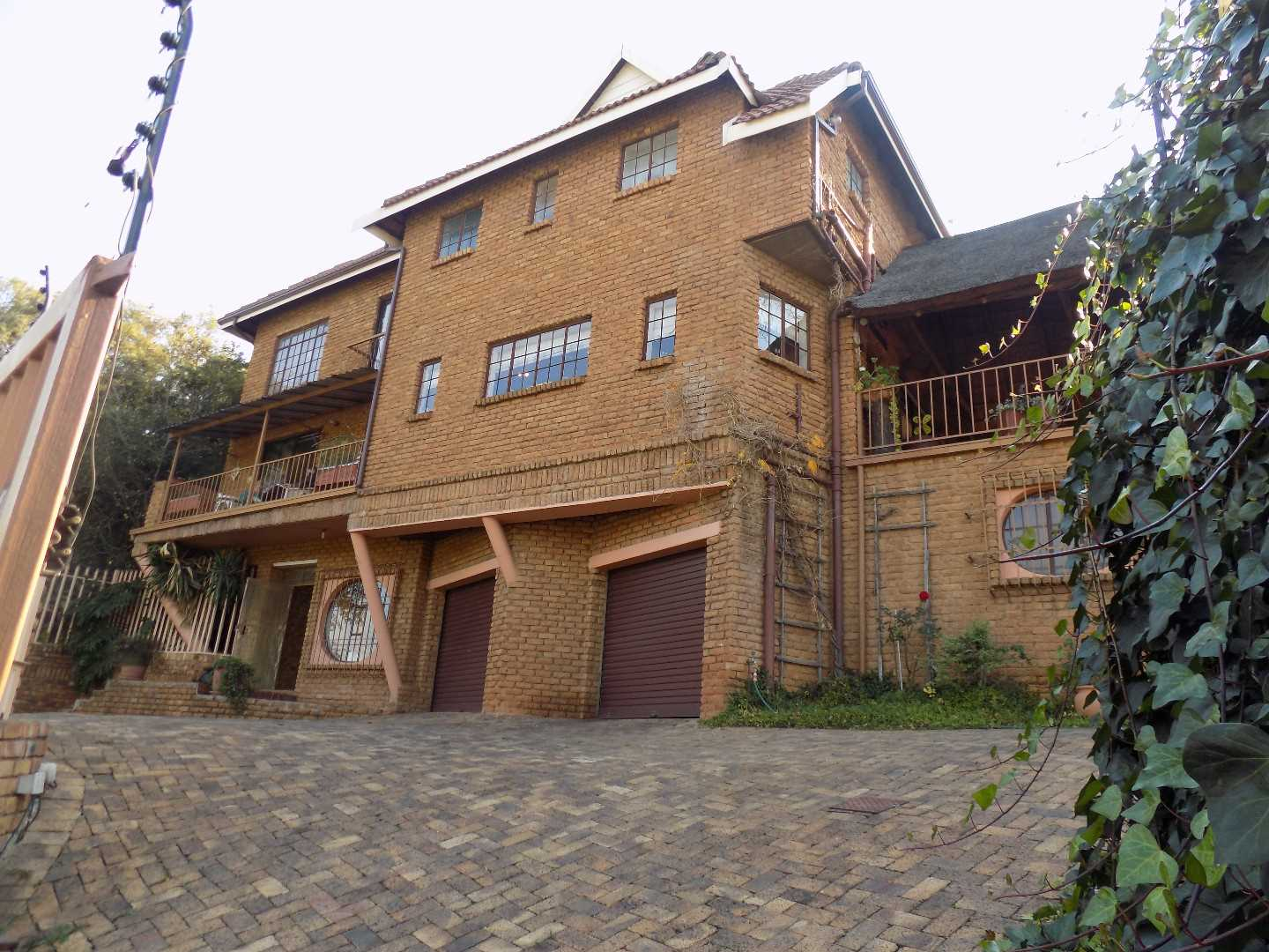 Beautiful 4 Bedroom Face Brick Double Storey in Glenvista