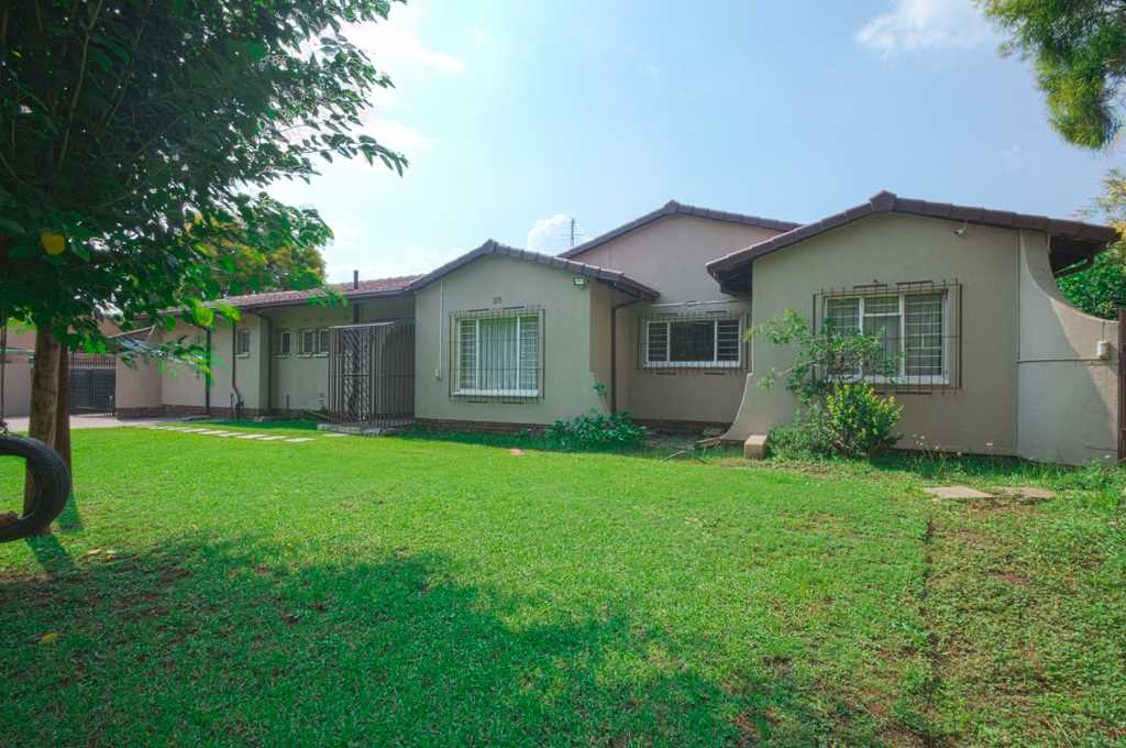 Large 3 Bed family home in Brackendowns,Alberton