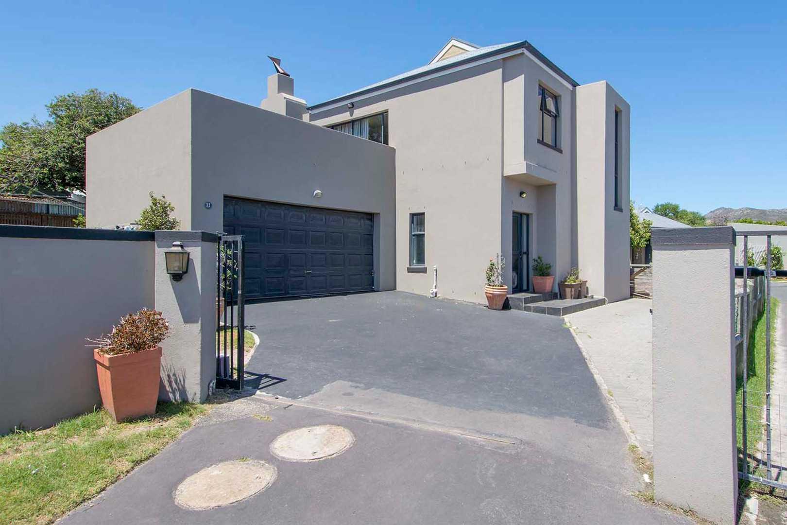 3 Bedroom House For Sale In Noordhoek