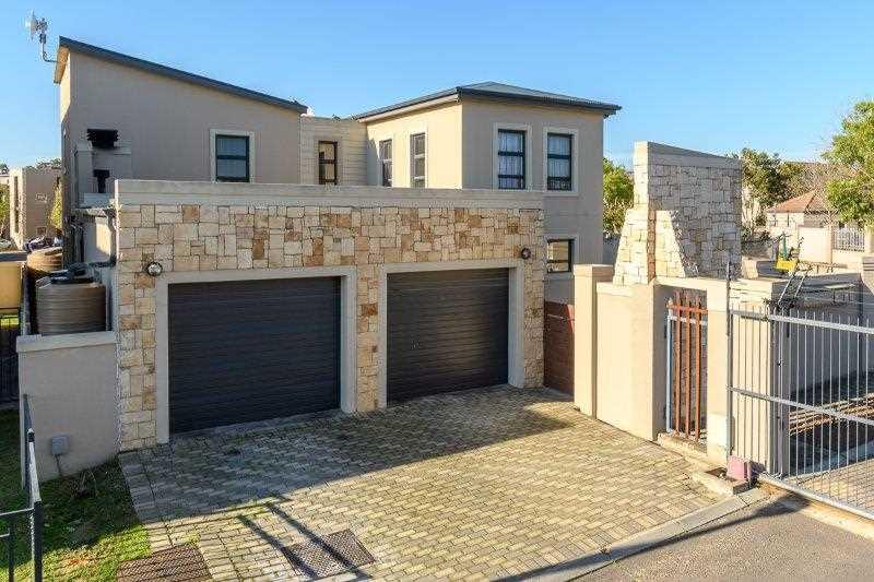 Villa Valdez is close to Curio Private School, El Shaddai Christian School, Durbanville Primary School, Stellenberg High School and Fairmont High School