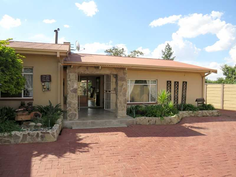 Entertainers Dream And Family Home In SW5, Vanderbijlpark