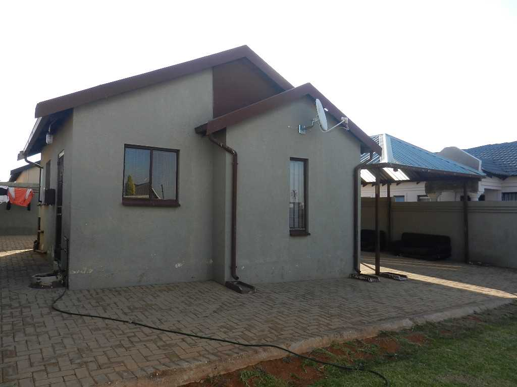 Newly weds house in Protea glen x 9