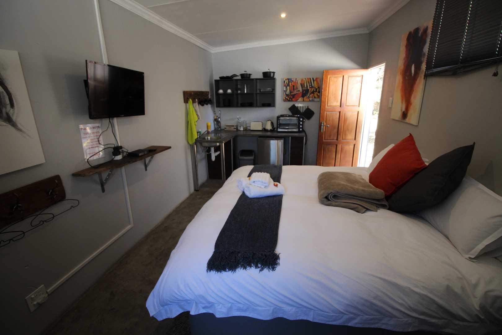 Rear suite opens to back braai area