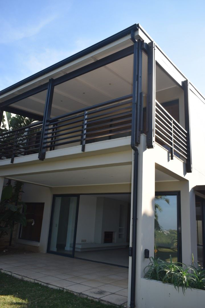 Master bedroom suit balcony over lounge