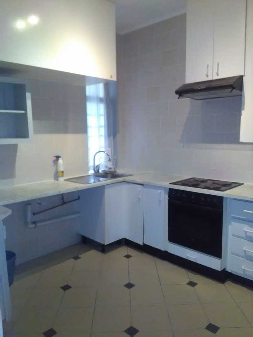 Fully Fitted Kitchen with plenty fitted cupboards