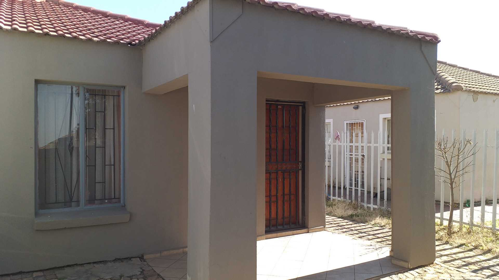 Location Loction: 6 x bedroom Student House for Sale