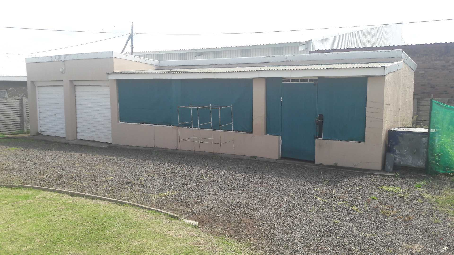 Garages and workshop/warehouse space
