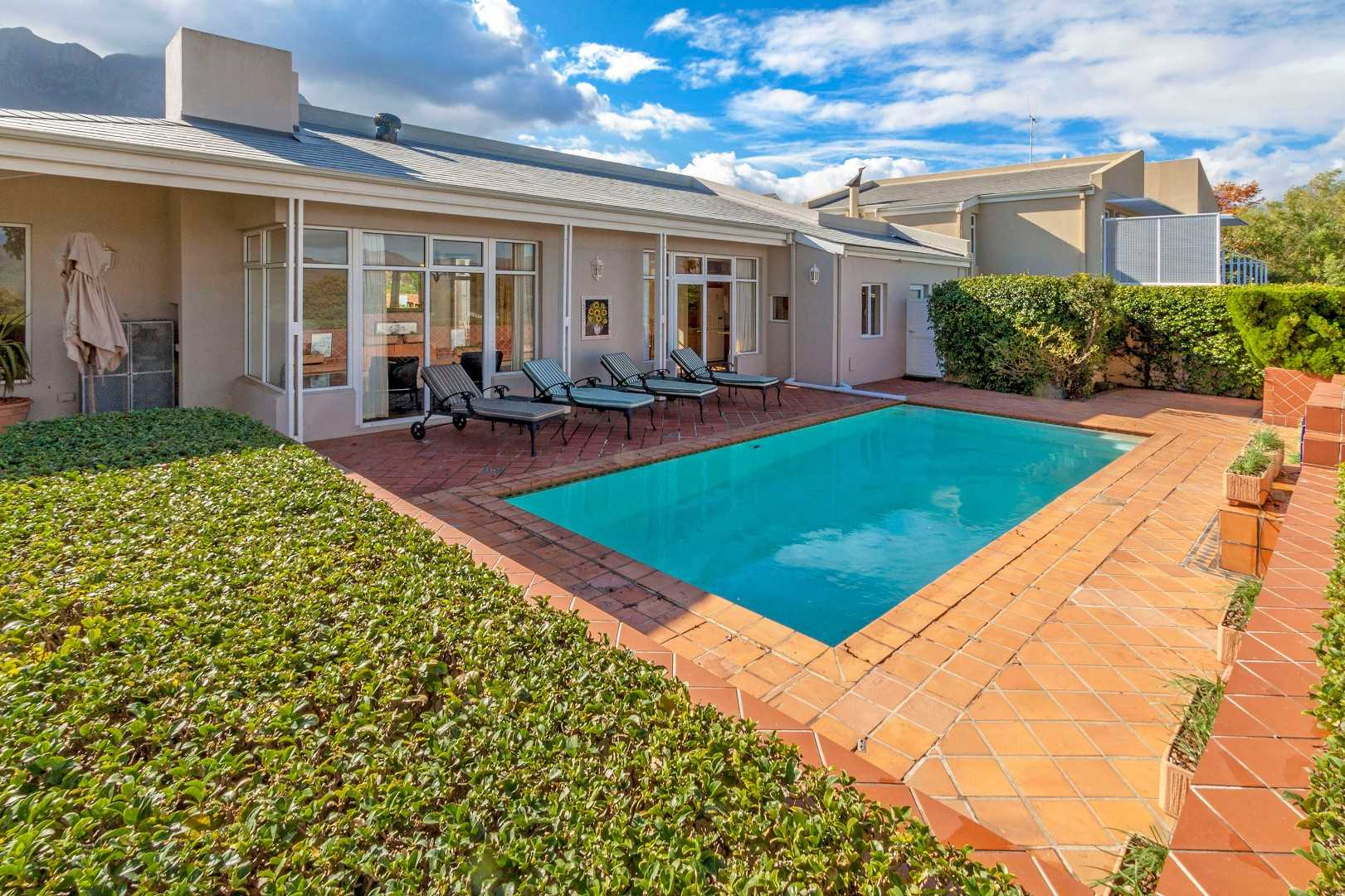 Lifestyle Opportunity in Erinvale Golf Estate