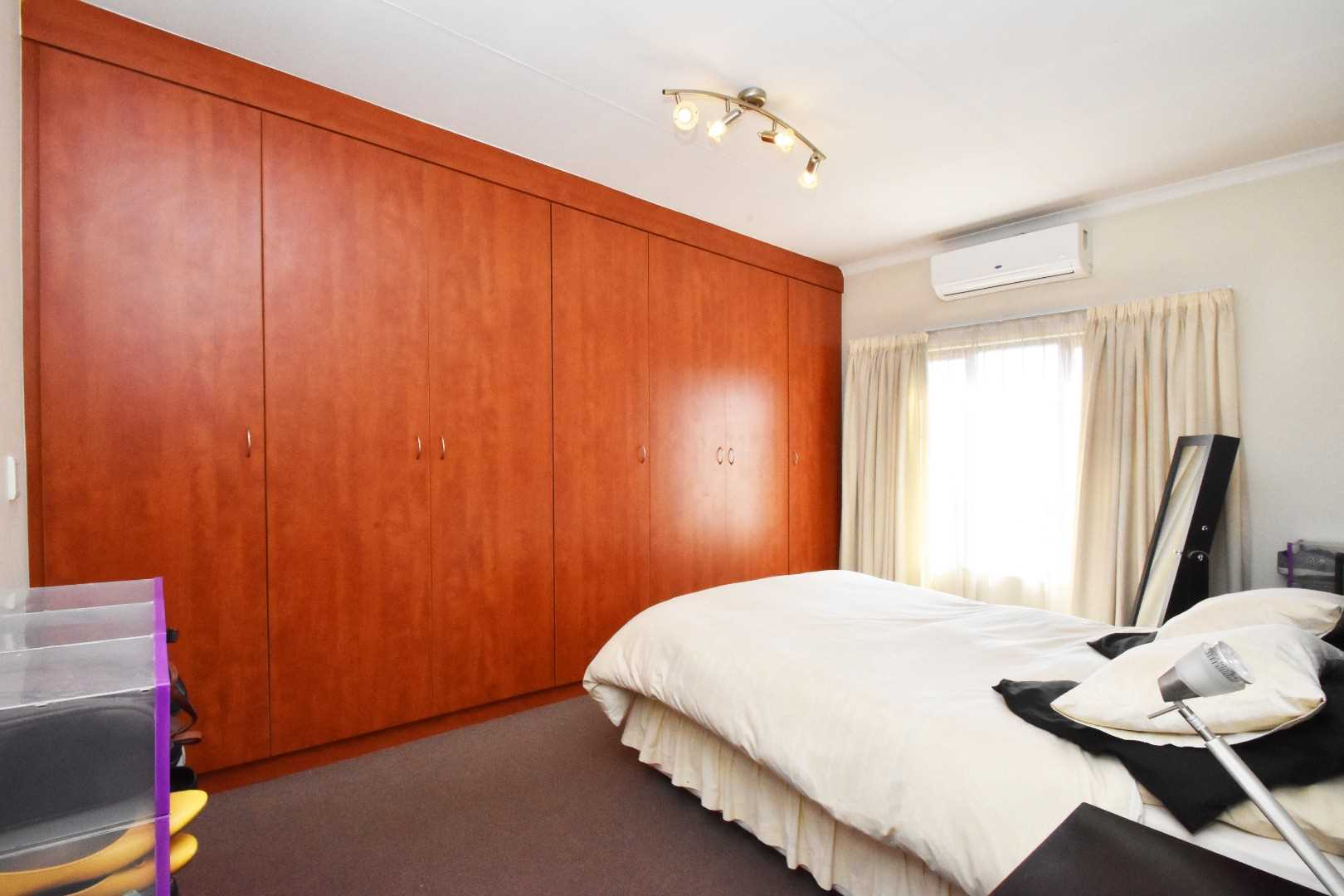 Wall to wall cupboards in the main bedroom