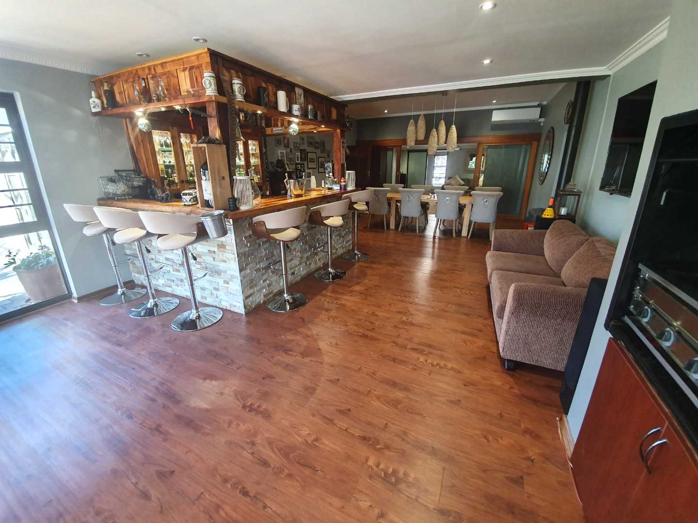 Loads of atmosphere in this amazing home, through this ideal entertainment area with gas braai and build in braai. Also an amazing build in wine-fridge!