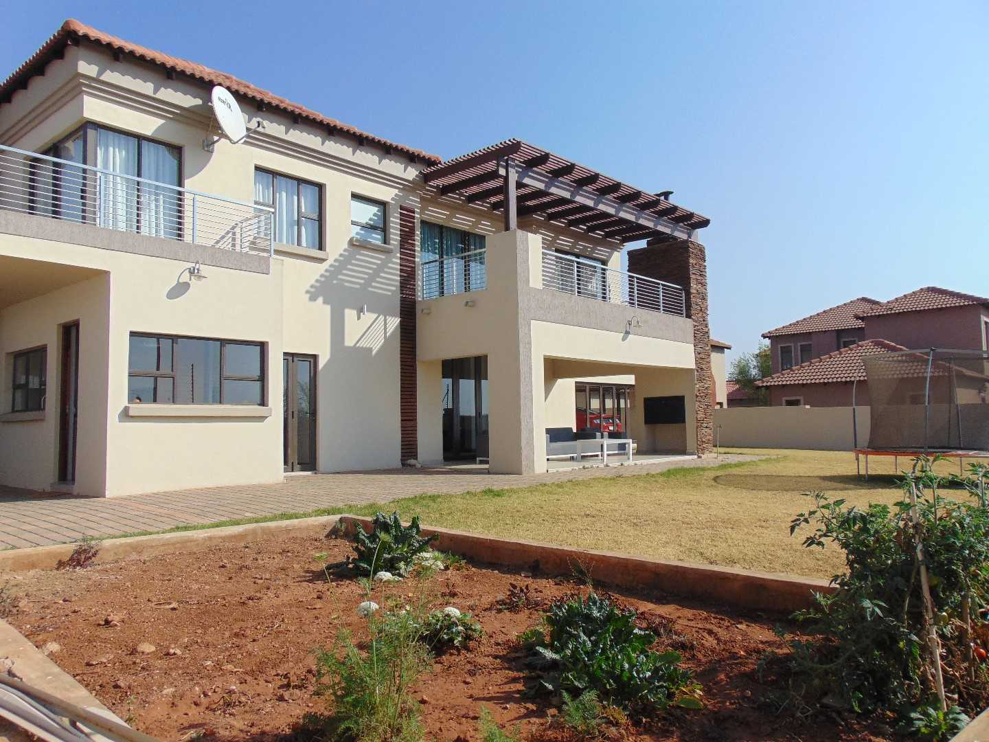 Sigh-wothy 4 bedroom mansion in Monavoni!