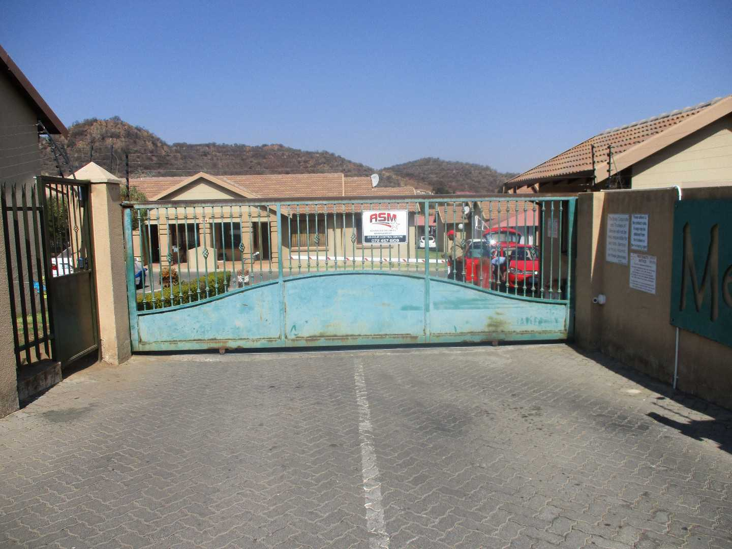 Secure Complex Living Meredale