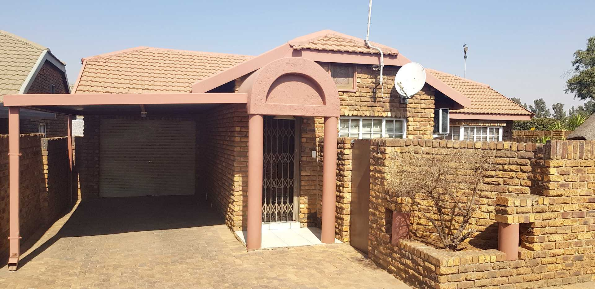 Spectacular 3 Bedroom Townhouse In SE3, Vanderbijlpark