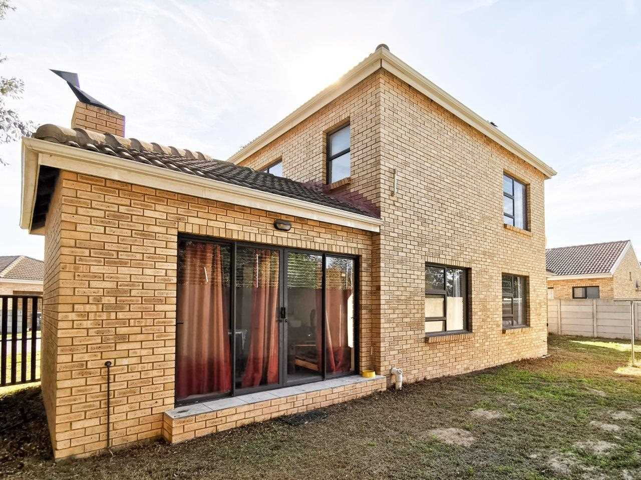 3 Bedroom home in a sought after complex