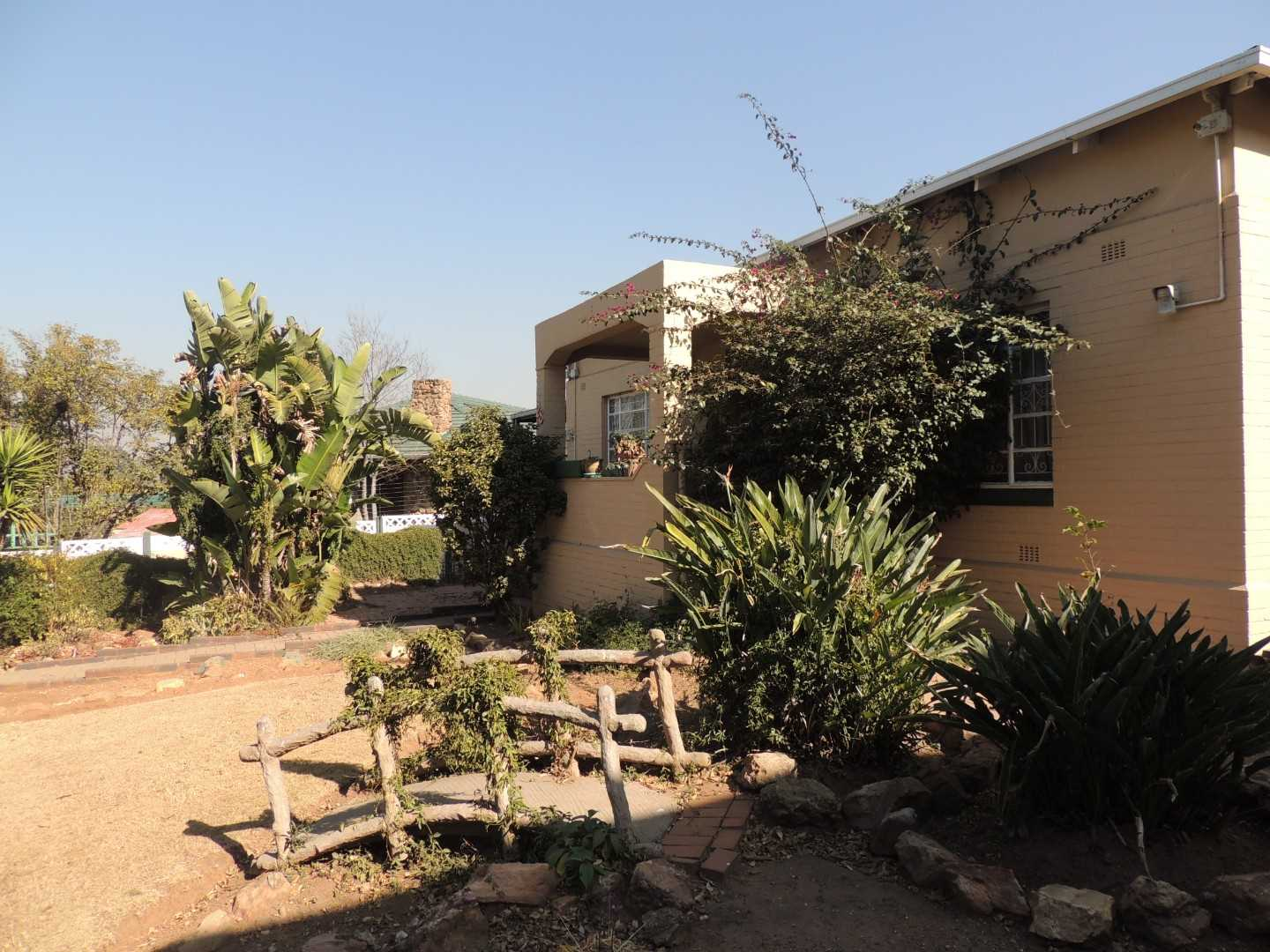 Plenty of Space for Everyone!! House, South crest, Alberton
