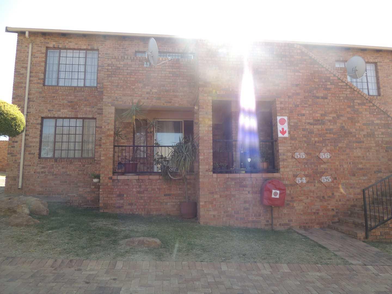 Secure Complex Living, Townhouse in Elandsrock, Johannesburg