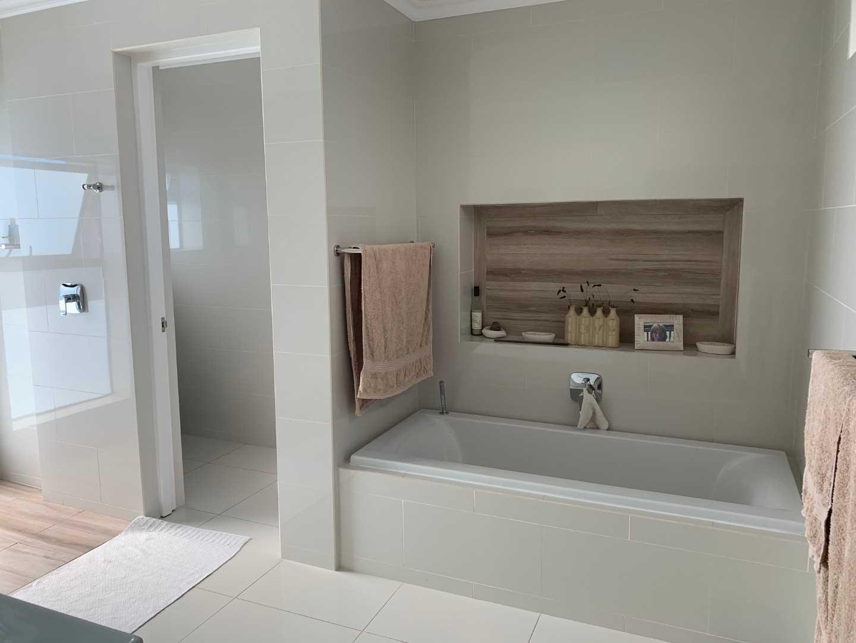 Full en-suite bathrooms