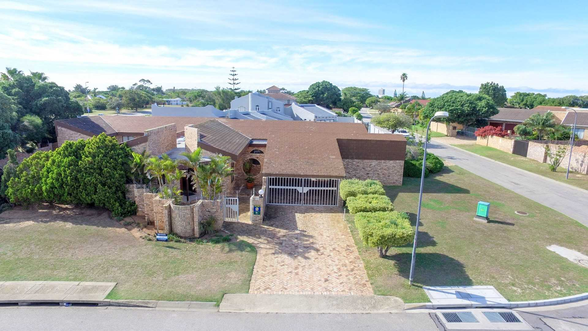 Summerstrand - Great location Face Brick Family home