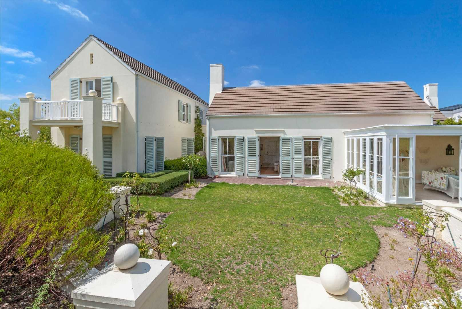 Elevated Family Lifestyle in Erinvale Golf Estate