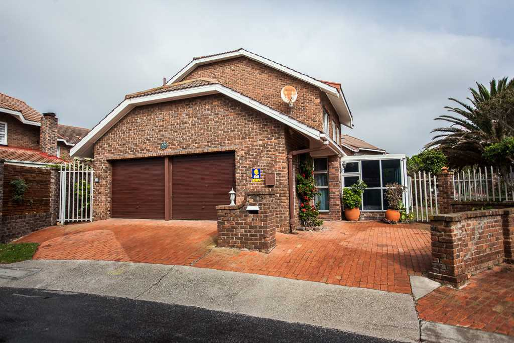 Freehold Town House in Popular Shearwater