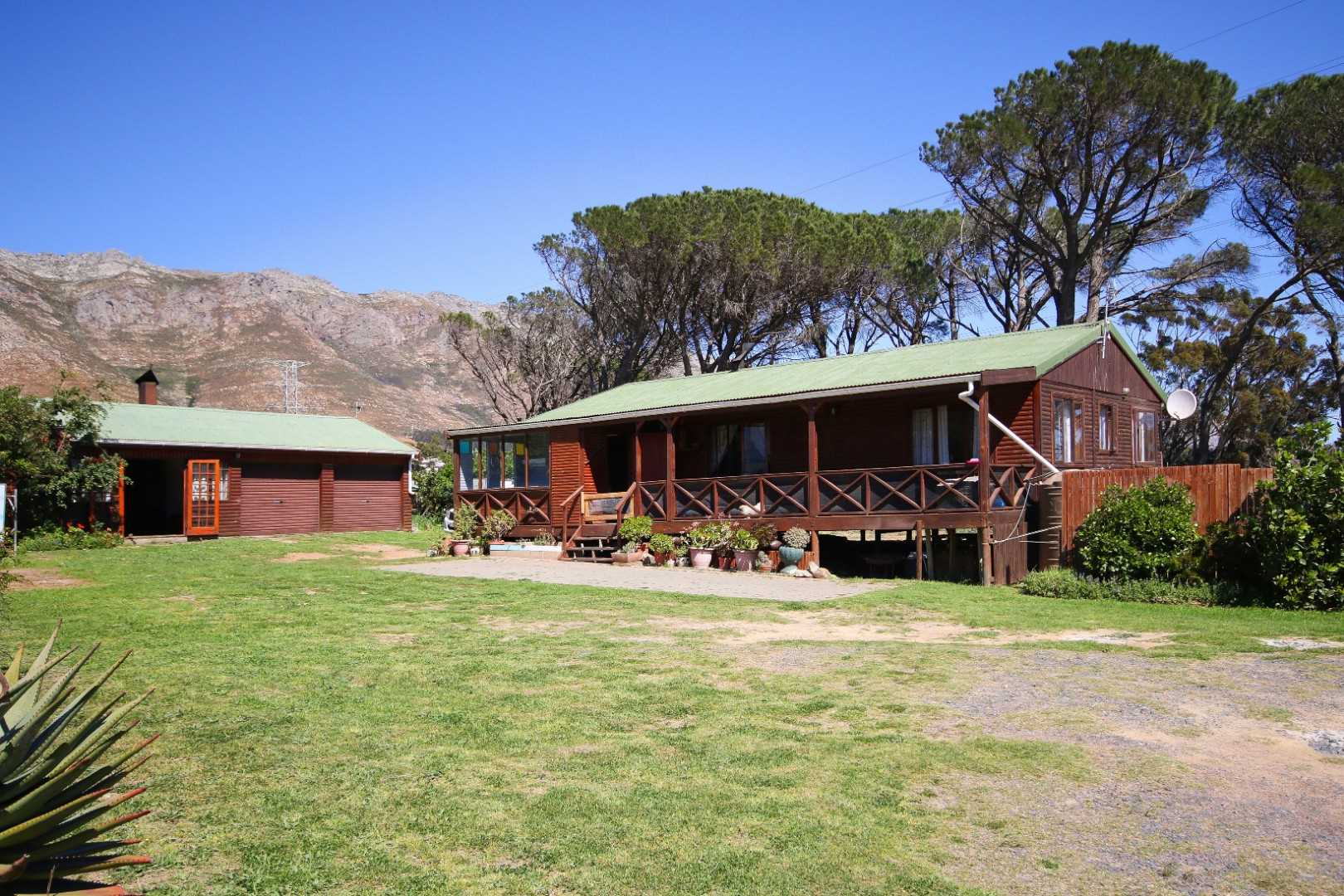 Dual dwelling on smallholding in a gated complex