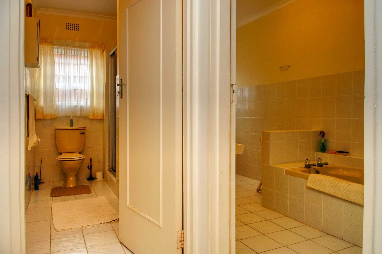 Back to back bathrooms, lower level