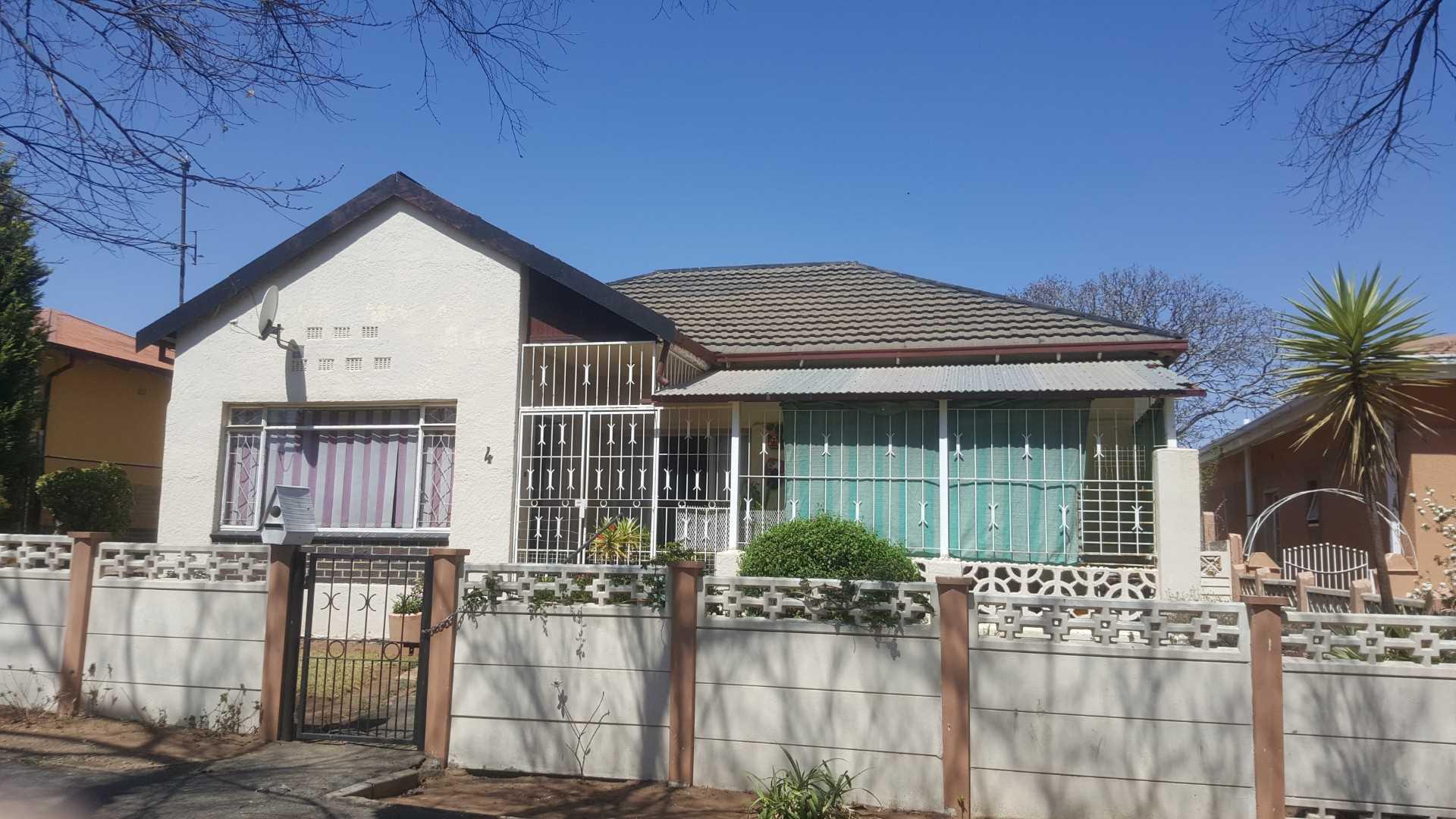 Forest Hill, 4 bedrooms,1.5 bathrooms, Johannesburg