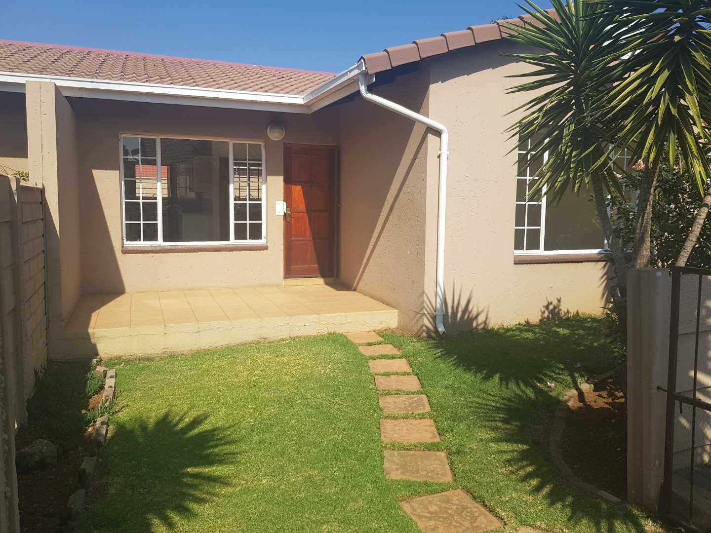 Very neat and secure townhouse in Meyersdal