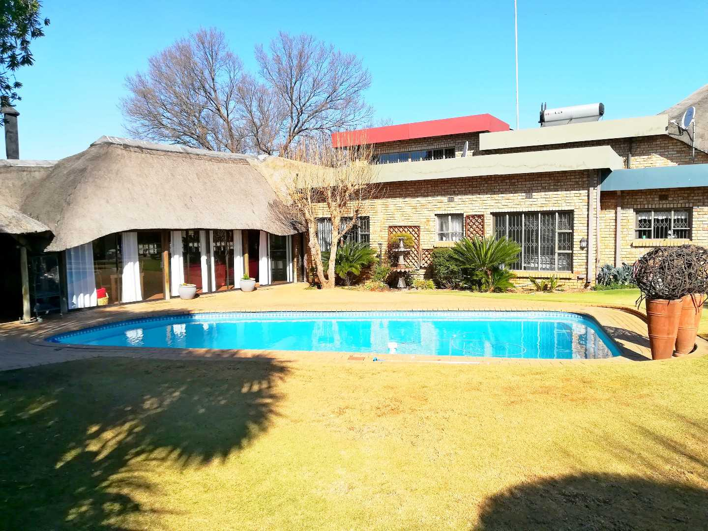 6 Bedroom Extraordinary home in SE 3 Vanderbijlpark