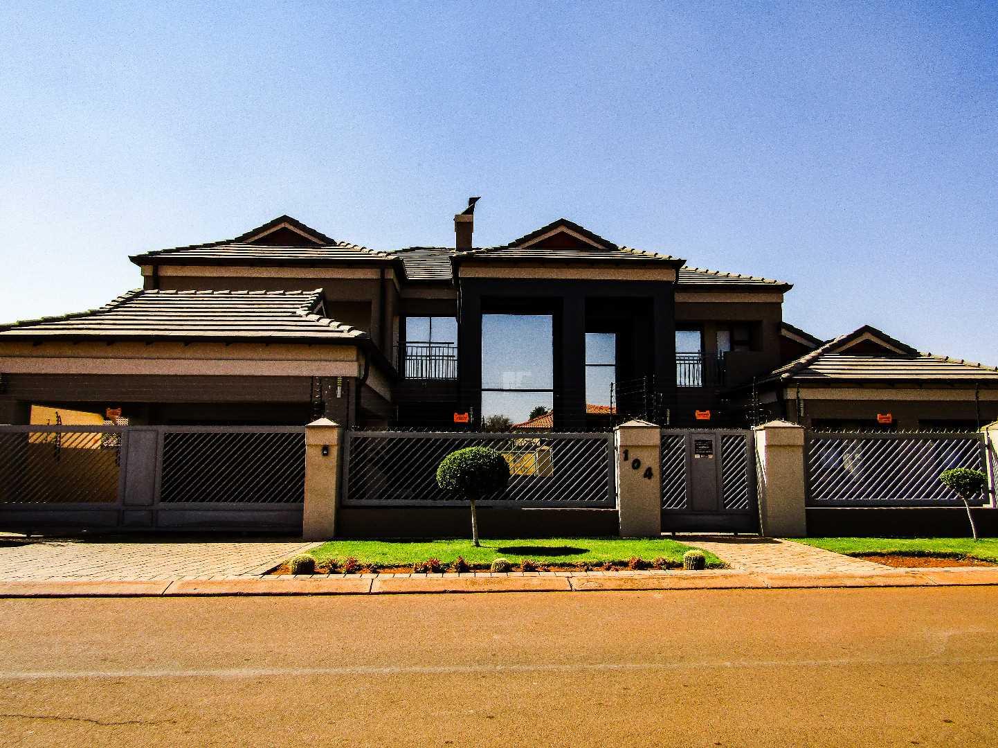 Spectacular home for sale in Doornpoort.