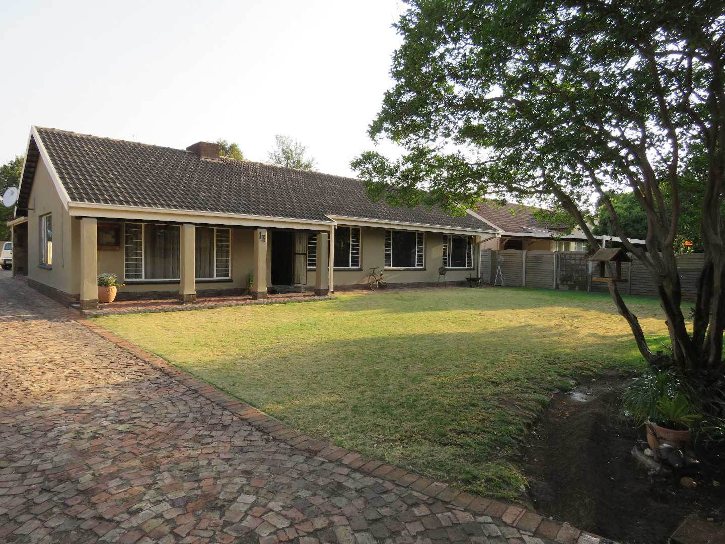 Old Vaalpark 3 Bedroom Home with Charm and Space .