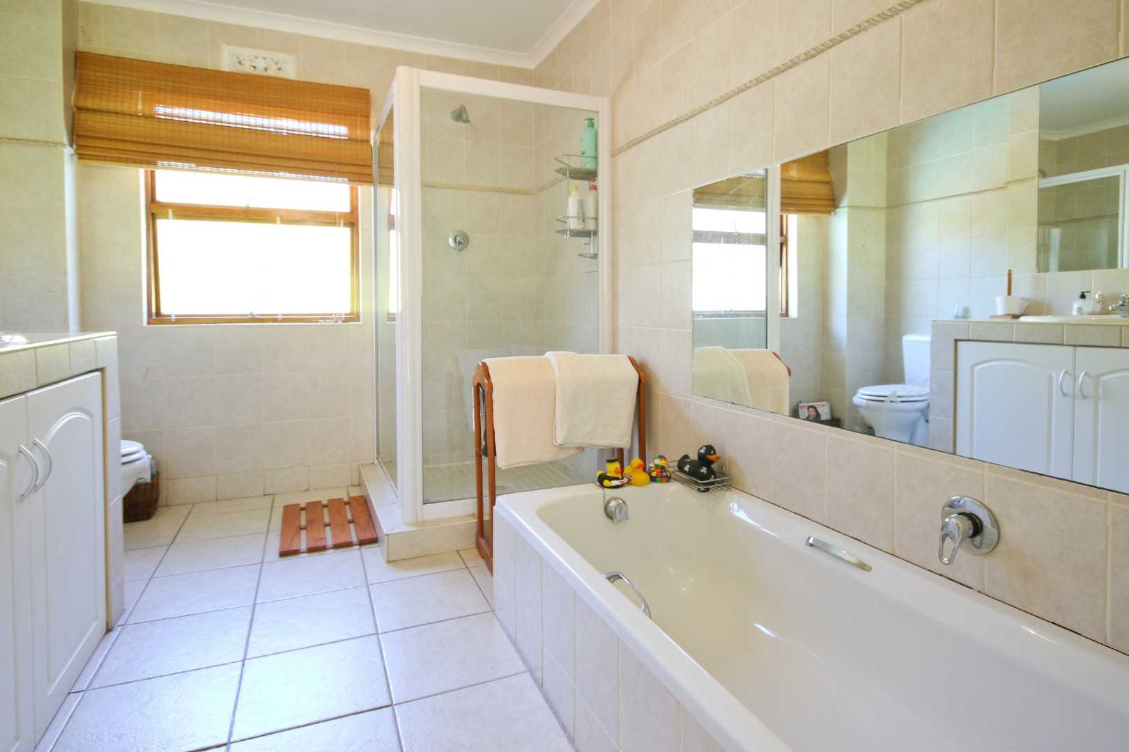 Full family bathroom (upstairs)