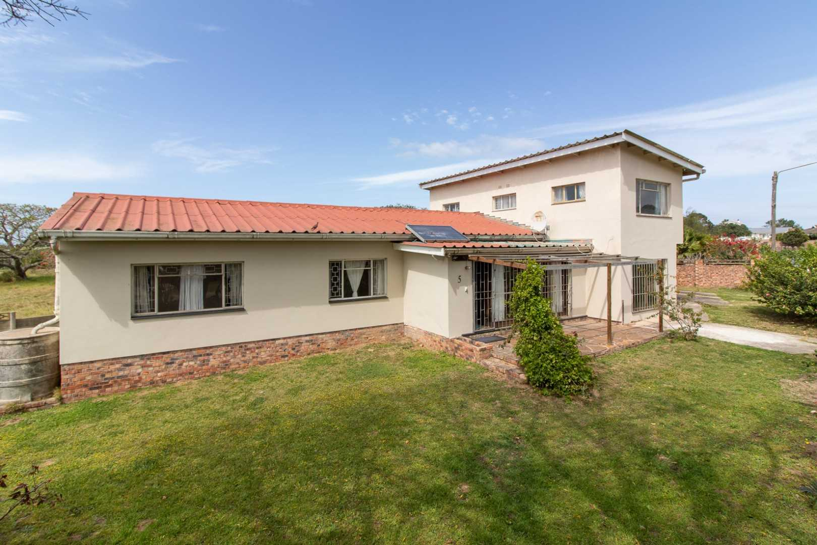 Spacious Family Home on the West Bank in Port Alfred