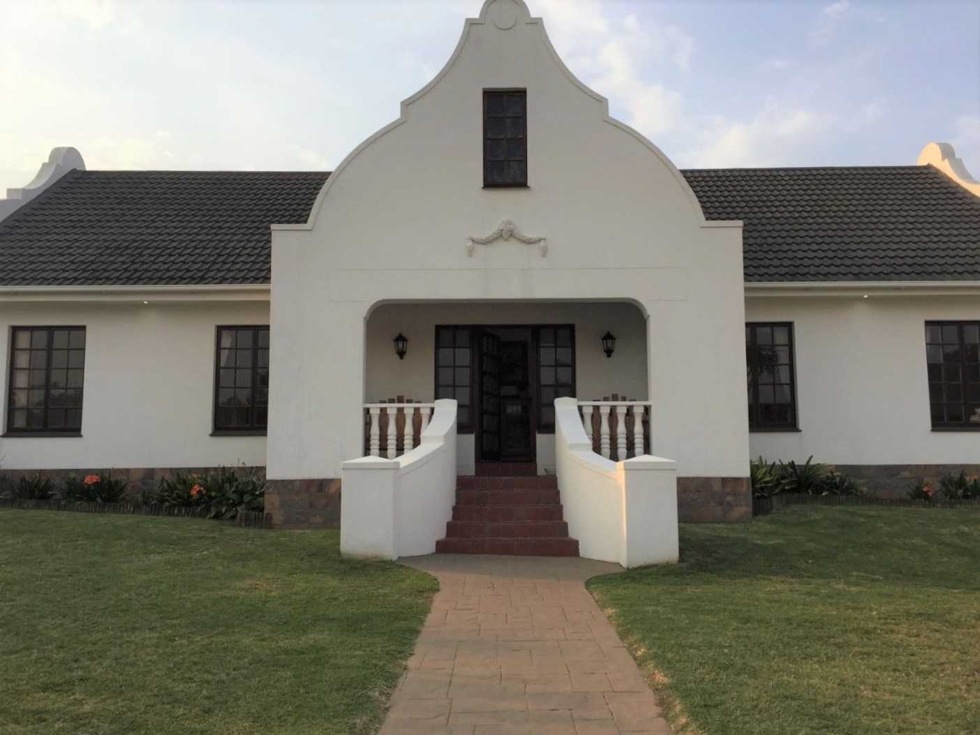 Four bedroom Cape Dutch home in Blue Bend
