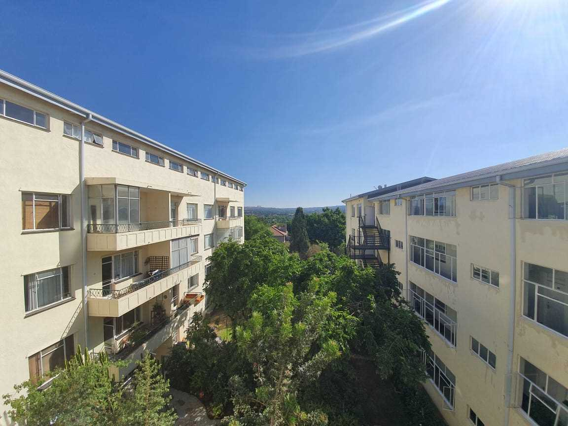 Spacious 2 Bedroom Apartment in Craighall Park