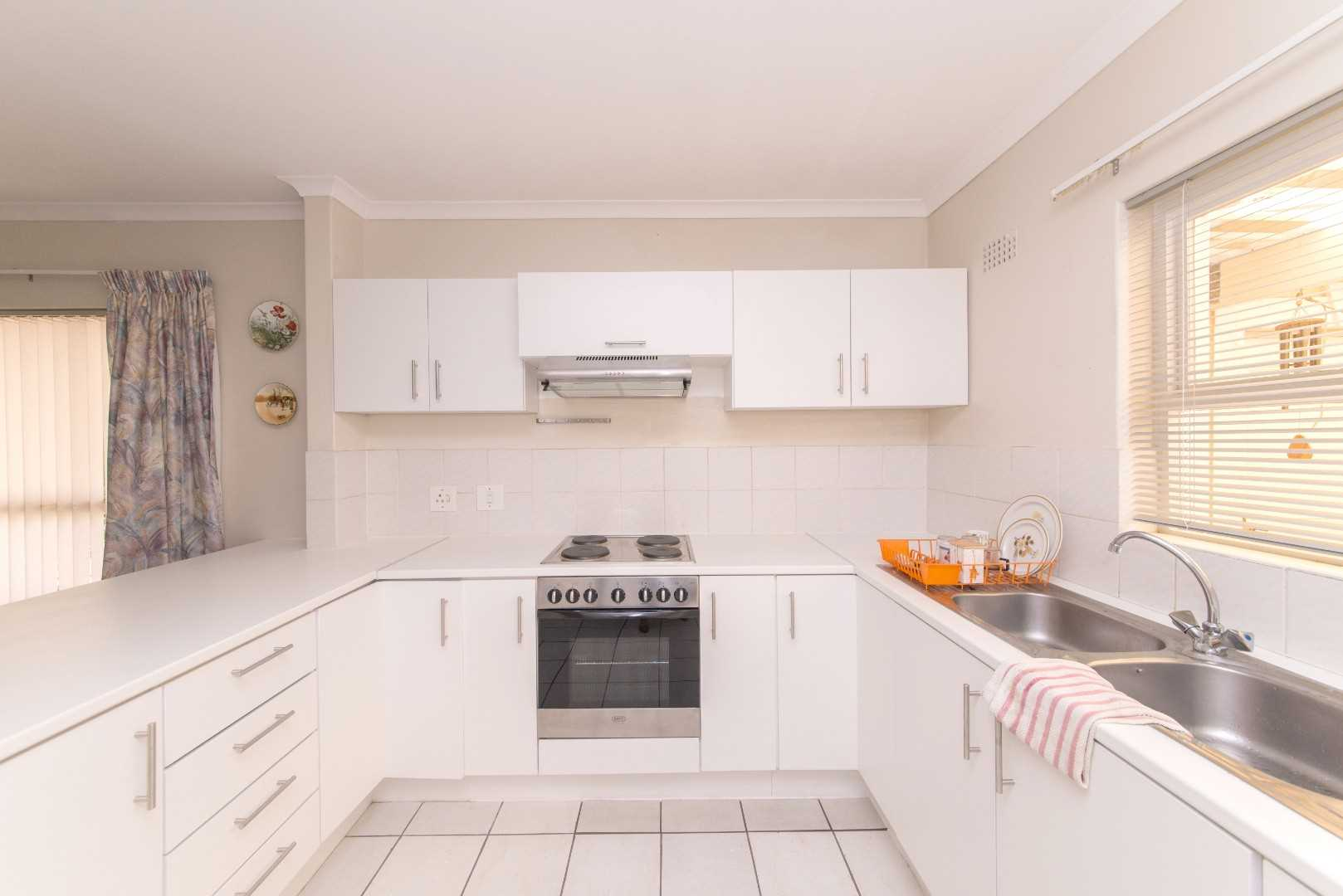 Upgraded kitchen with electric oven and extractor fan