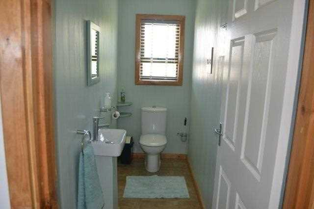 Guest toilet with basin