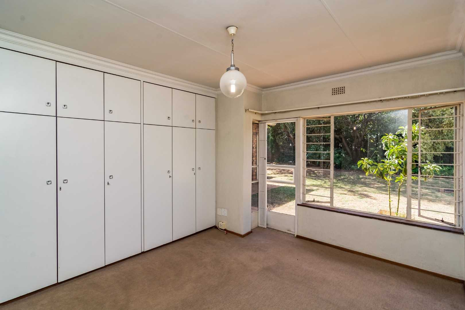 Main Bedroom with ample cupboard space