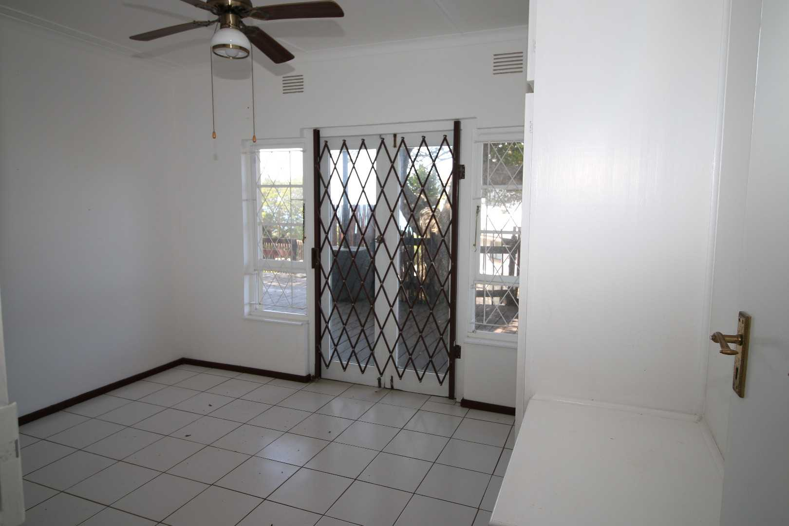 Double bedroom with access to deck