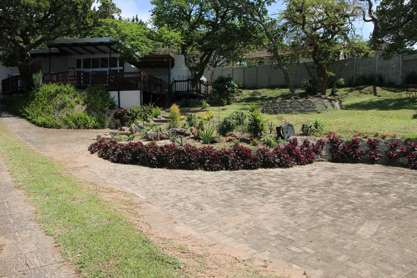Garden and parking space