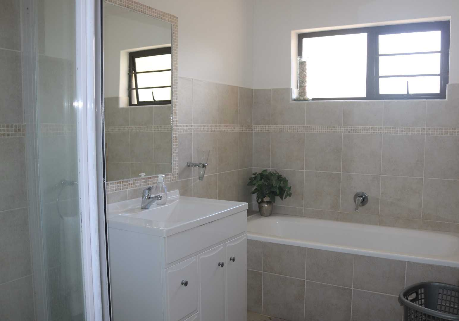 FULL MAIN BATHROOM WITH SEPARATE TOILET