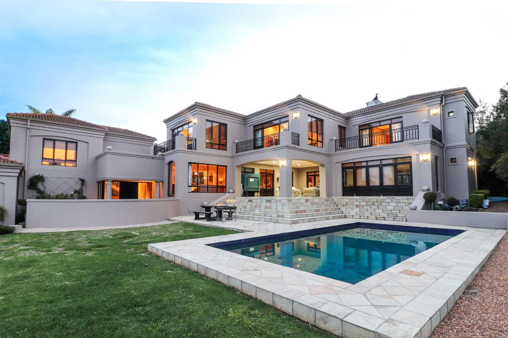 Extra large 5-bedroom executive home in Durbanville