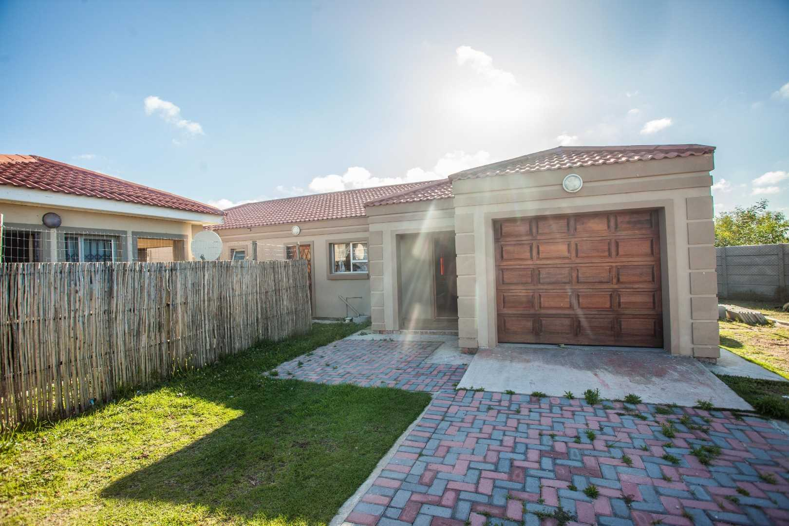 Two houses for sale on a large plot in Parsonsvlei