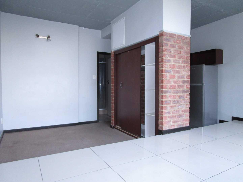 spacious Braamfontein immaculate apartment