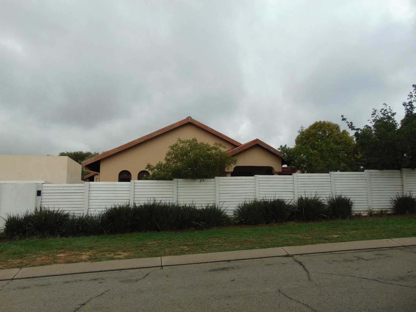 A 4 bedroom abode in the quaint suburb of the Reeds!