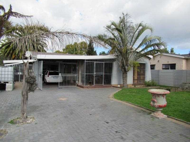 Family Home with big Plot in Windsor Park, Kraaifontein