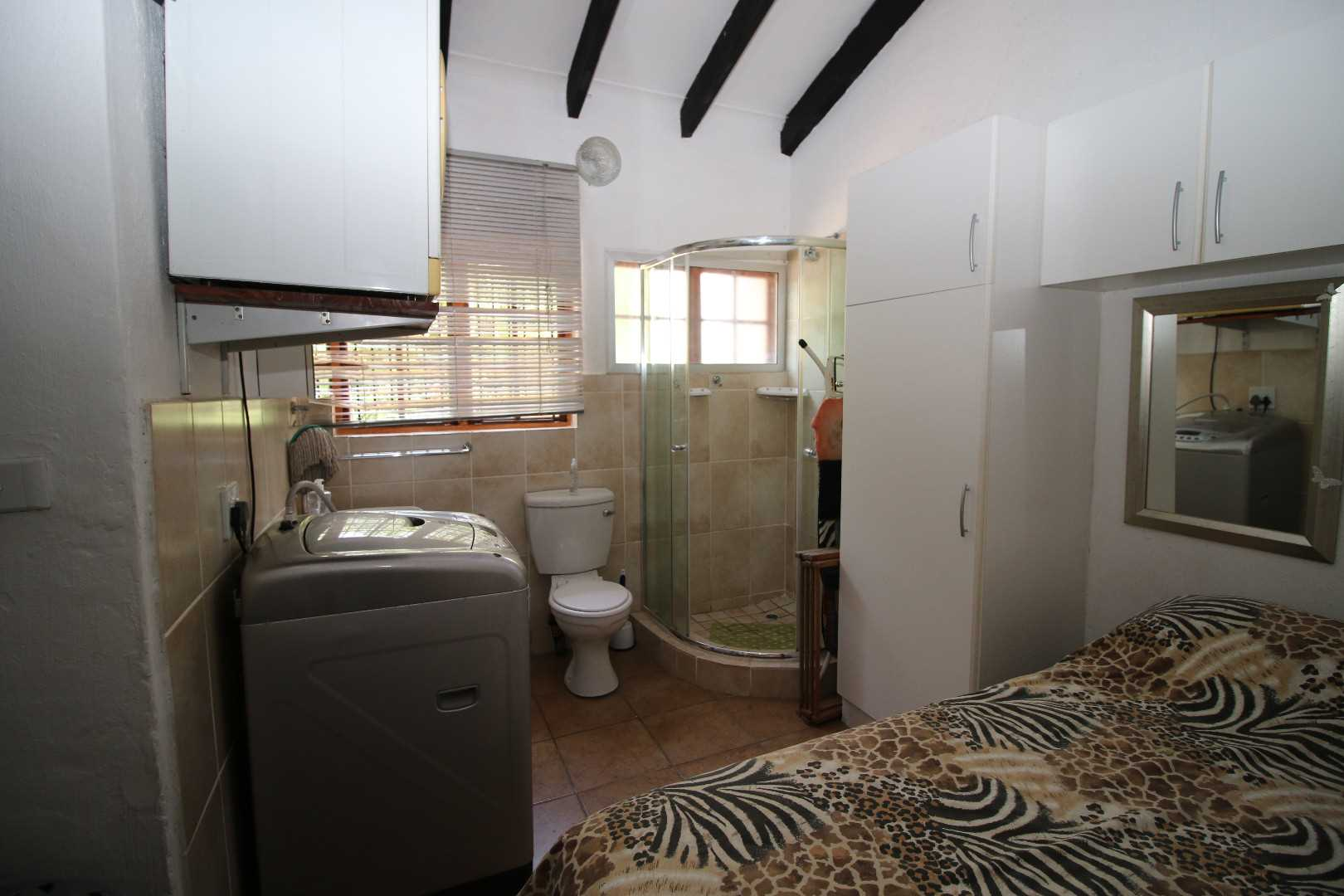 Double bedroom with shower en suite